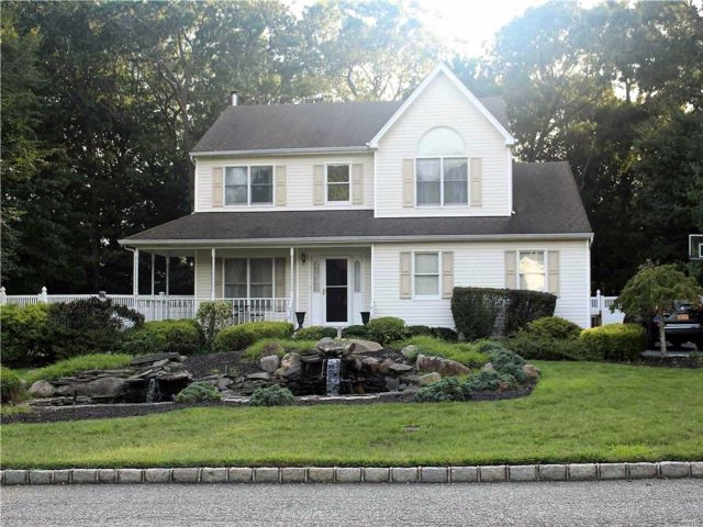 3 BR,  2.50 BTH  Traditional style home in Baiting Hollow